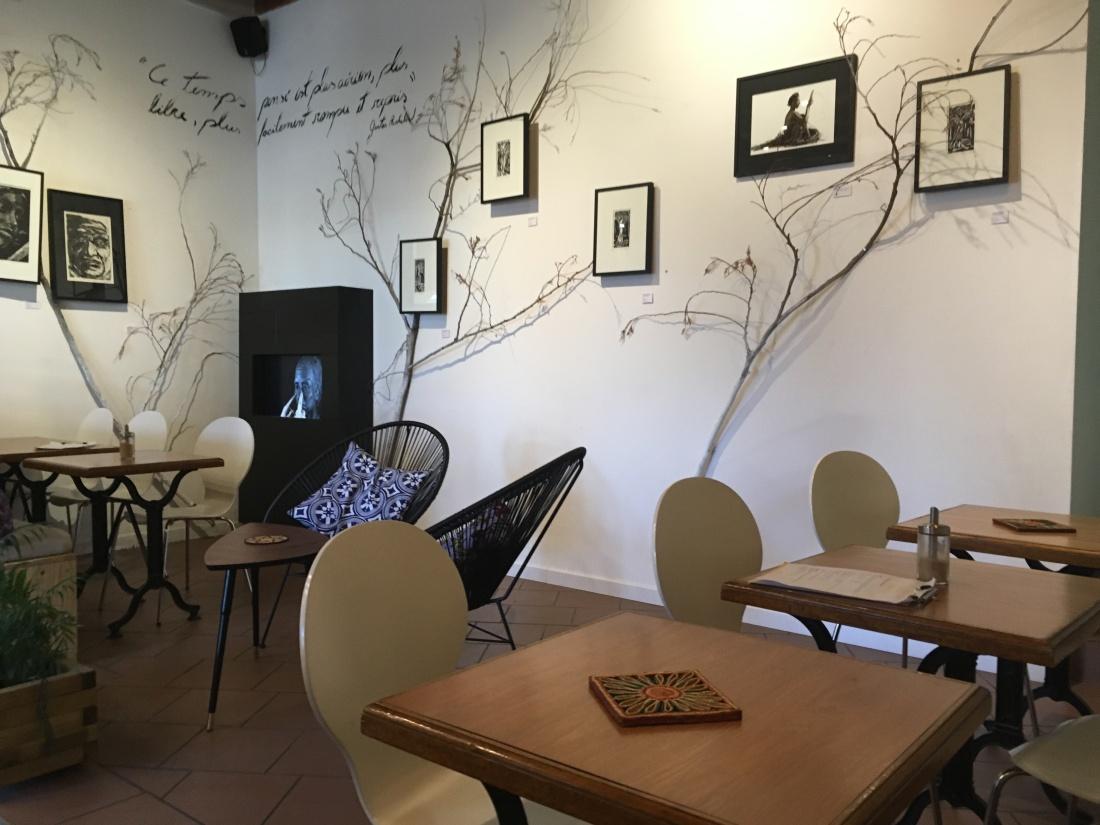 Exposition dans un café culturel